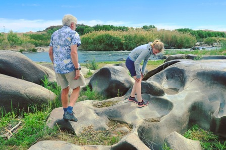 Mjuka, slipade former i Vaalputs-graniten.